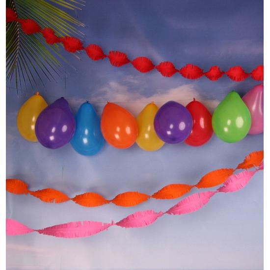 Gekleurde ballonnen en slingers