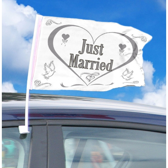 Witte auto vlag just married